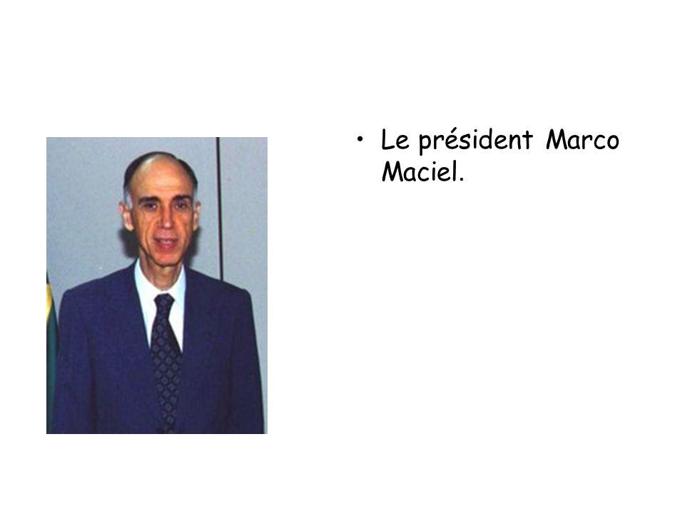 •Le président Marco Maciel.