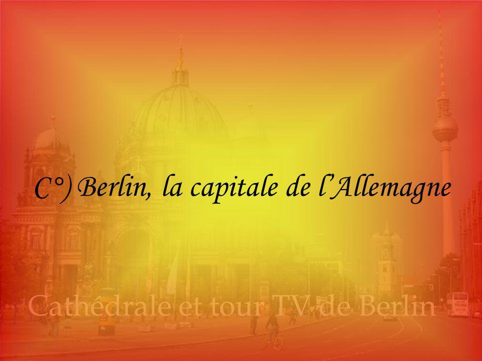 Coupole du Reichstag, Berlin, Allemagne Vue aérienne de Berlin Cathédrale et tour TV de Berlin C°) Berlin, la capitale de l'Allemagne