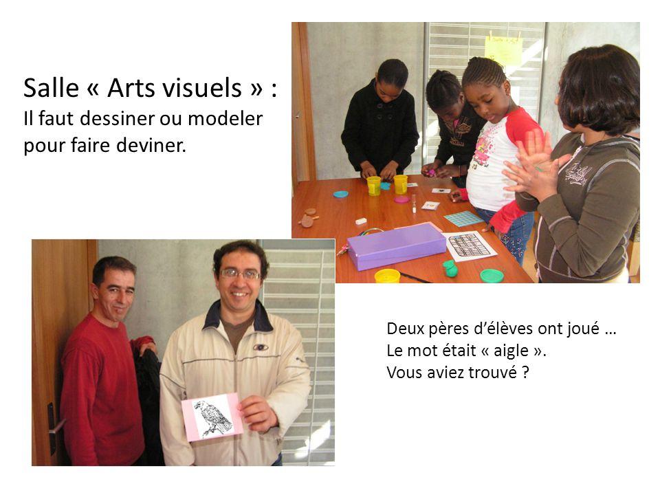 Salle « Arts visuels » : Il faut dessiner ou modeler pour faire deviner. Deux pères d'élèves ont joué … Le mot était « aigle ». Vous aviez trouvé ?