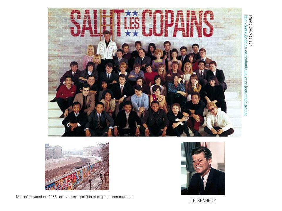 Photo trouvée sur http://www.zicabloc.com/chanteurs-yeye-jean-marie-perrier Mur côté ouest en 1986, couvert de graffitis et de peintures murales J.F.