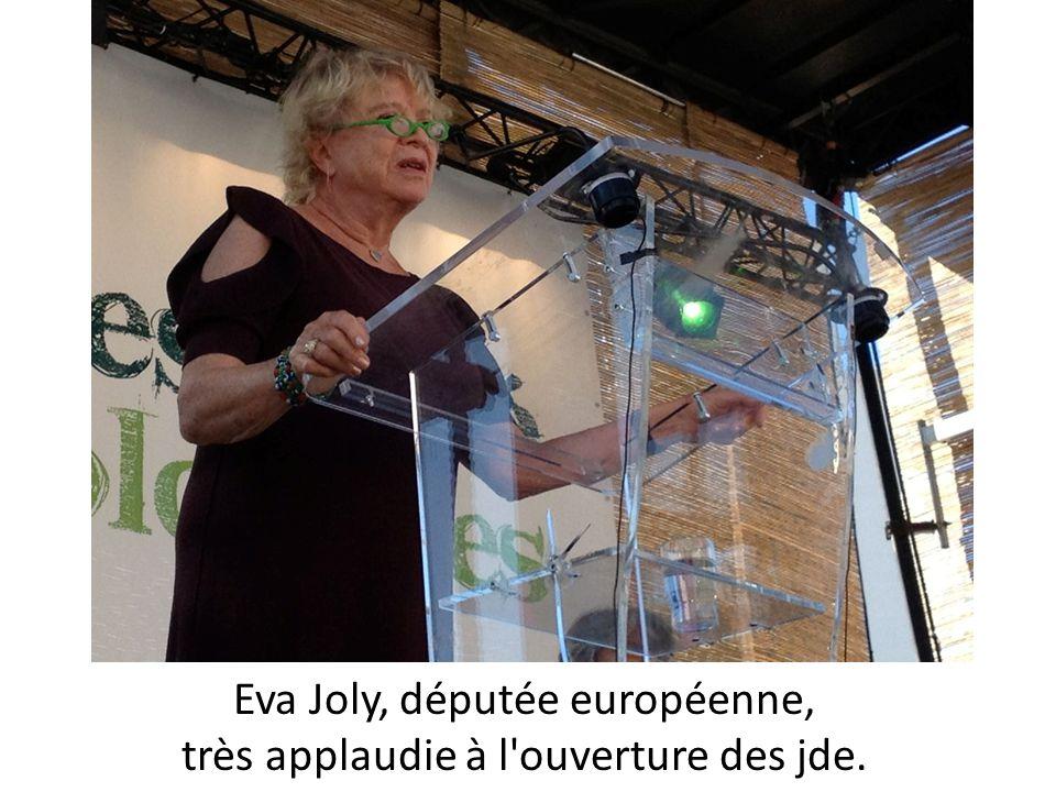 Eva Joly, députée européenne, très applaudie à l'ouverture des jde.