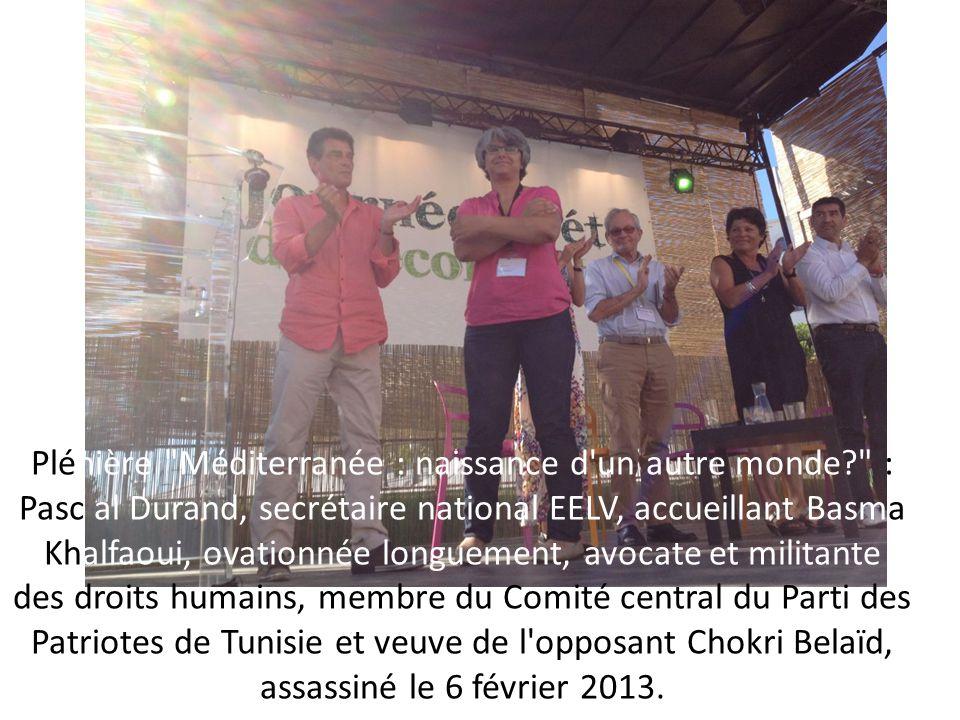 Plénière Méditerranée : naissance d un autre monde? : Pasc al Durand, secrétaire national EELV, accueillant Basma Khalfaoui, ovationnée longuement, avocate et militante des droits humains, membre du Comité central du Parti des Patriotes de Tunisie et veuve de l opposant Chokri Belaïd, assassiné le 6 février 2013.