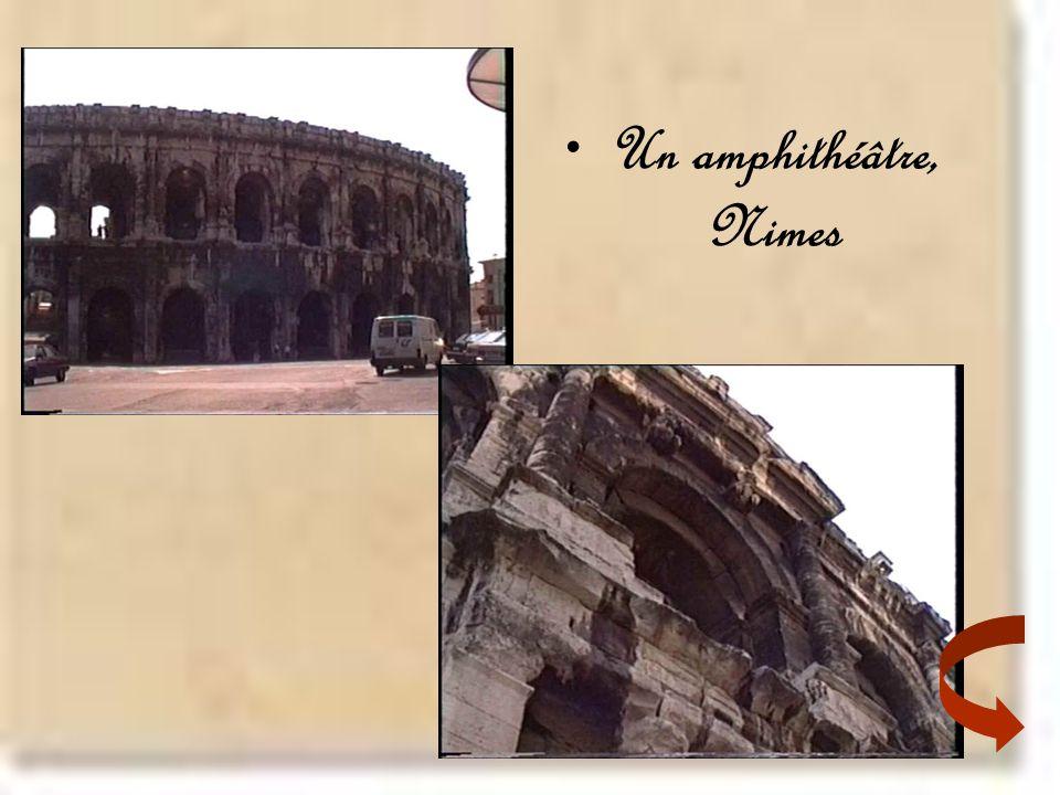 •Un amphithéâtre, Nimes