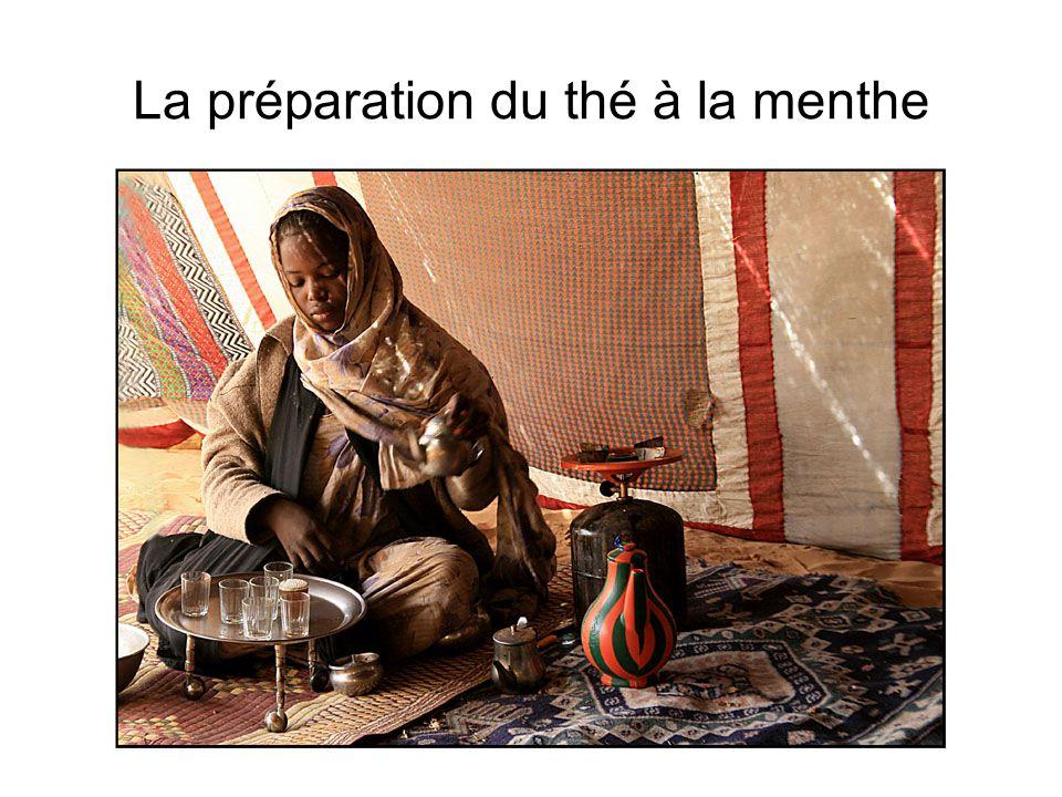 La préparation du thé à la menthe