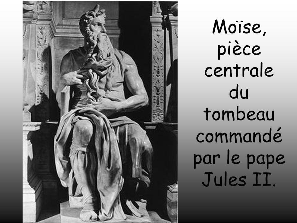 Le Pape Jules II le chargea de construire un tombeau magnifique. Michel – Ange y travailla pendant plusieurs années, cependant il ne put achever les 4