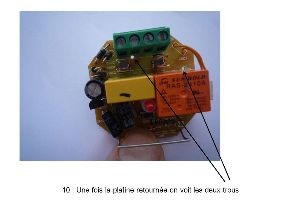 11 : Relier les deux trous avec un bout de fil souple de 0,75 mm².