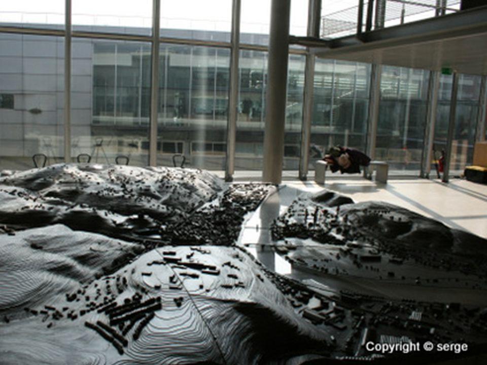 Musée gallo-romain de Saint Romain en Gal •A 30 km au sud de Lyon, sur la rive droite du Rhône, le musée gallo-romain de Saint-Romain-en-Gal- Vienne e