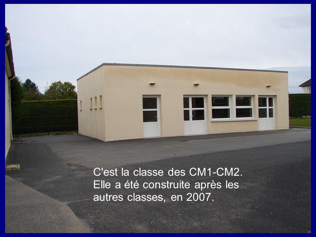C'est la classe des CM1-CM2. Elle a été construite après les autres classes, en 2007.