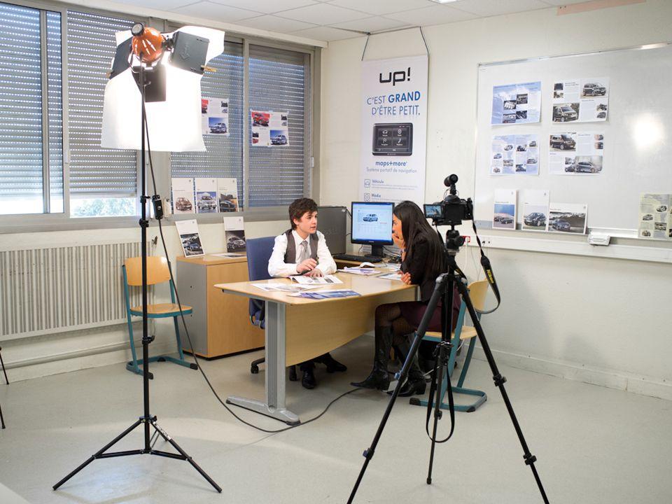 3 langues vivantes anglais, allemand, espagnol Utilisation des techniques les plus innovantes : laboratoire multimédia numérique, Tableau blanc interactif, utilisation audio vidéo d'internet …