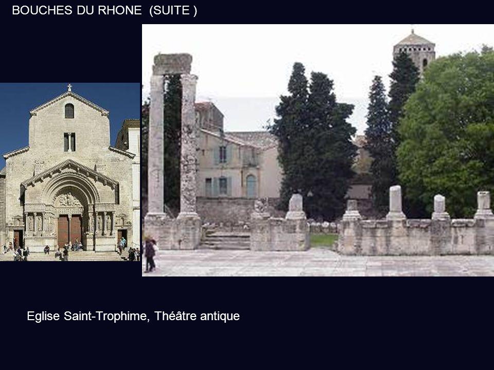 La ville d'Arles est très étendue et la région est occupée durant le 1 er millénaire avant J.C. César, aidé par les Arlésiens est victorieux de Pompée