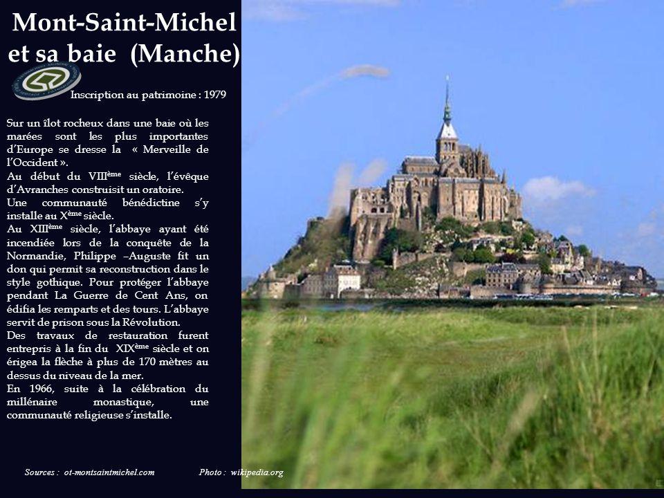 Cathédrale de Chartres (Eure et Loir) La première cathédrale date du IV ème siècle. Plusieurs édifices se sont succédés après avoir été détruits par d