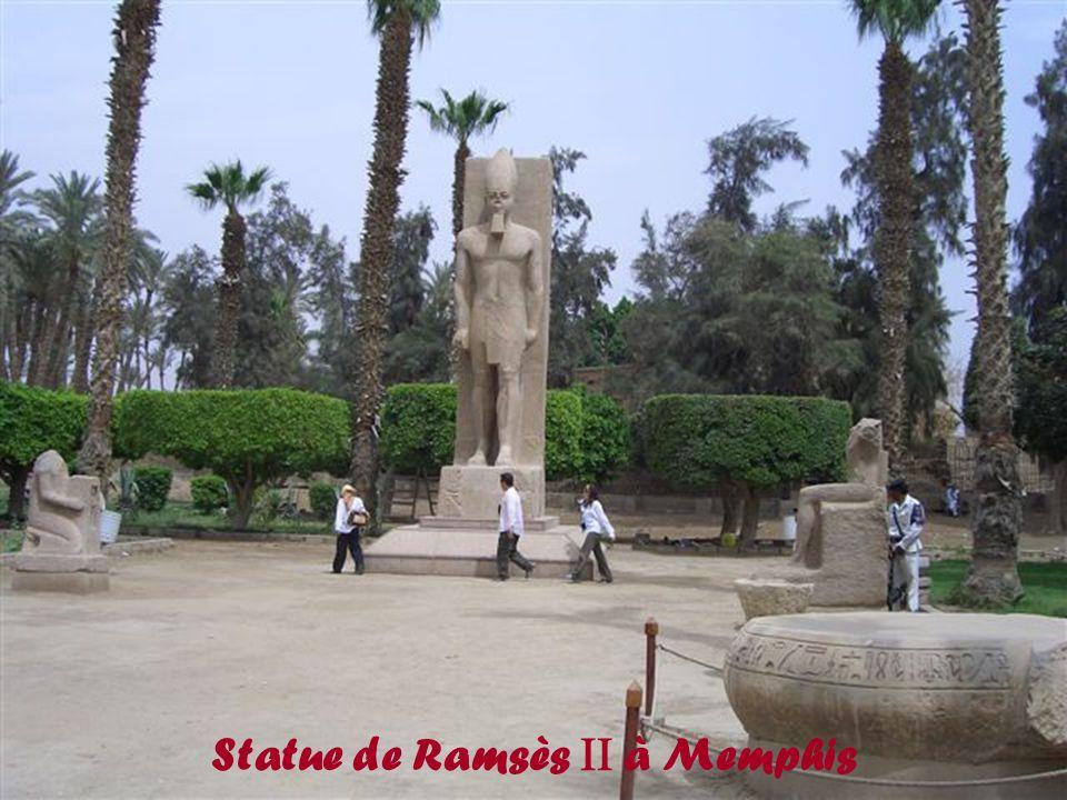 Sphinx à tête de bélier à Karnak