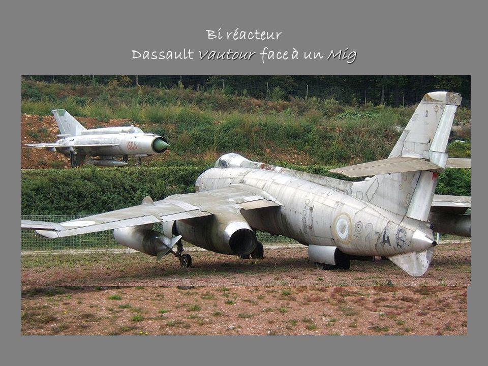 Vautour Mig Bi réacteur Dassault Vautour face à un Mig