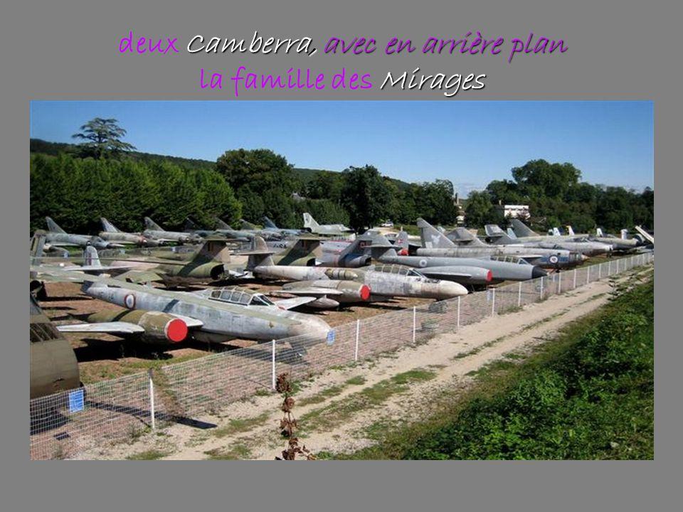 Camberra, avec en arrière plan Mirages deux Camberra, avec en arrière plan la famille des Mirages