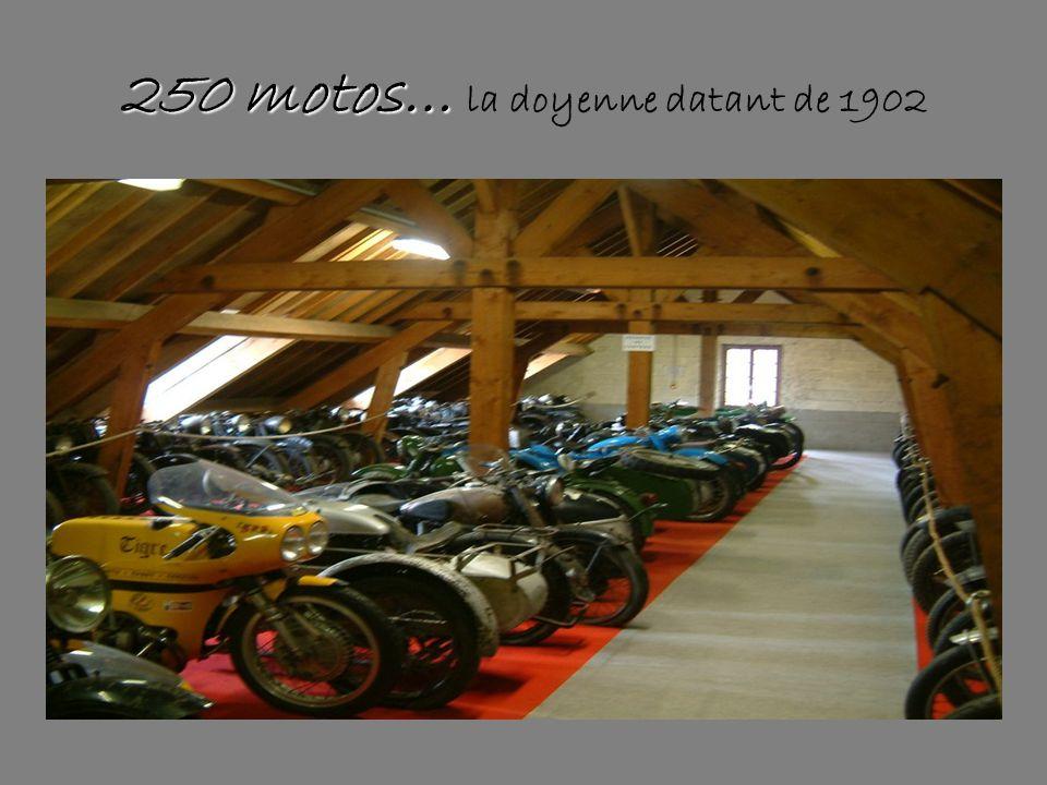 La salle des motos de compétion, des maquettes d'avions,mais aussi des grands BI