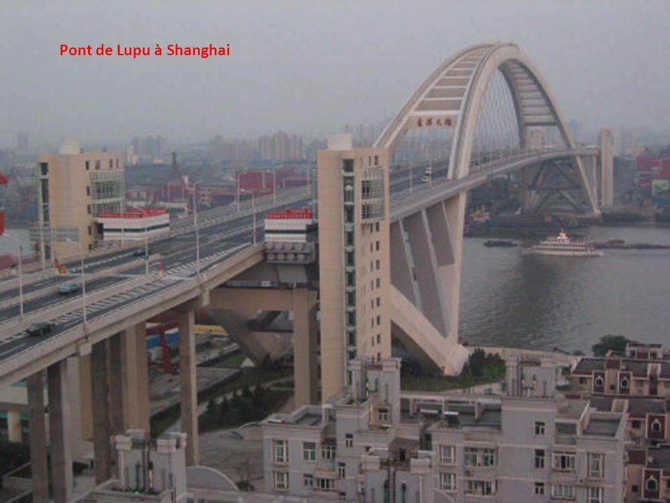 Le pont Donghai, reliant Shanghai et l île de Yangshan, Chine
