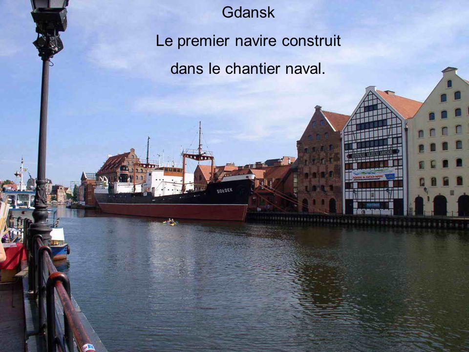 Gdansk Le premier navire construit dans le chantier naval.