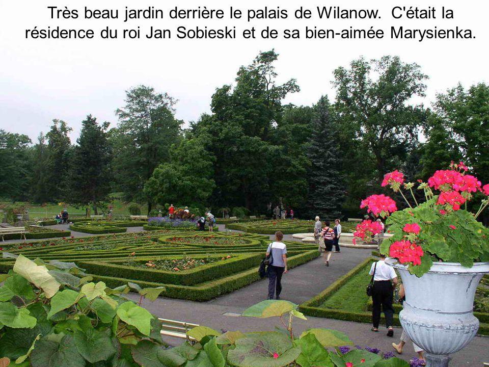 Très beau jardin derrière le palais de Wilanow.