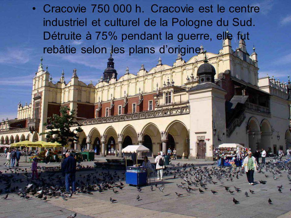 •Cracovie 750 000 h. Cracovie est le centre industriel et culturel de la Pologne du Sud. Détruite à 75% pendant la guerre, elle fut rebâtie selon les