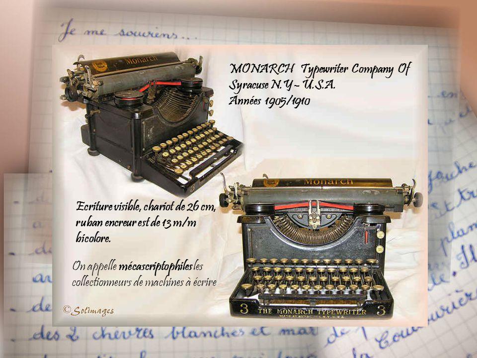 Zeiss-Ikon Baby Box années 1925/1935 Appareil en métal et son étui en cuir : Film 127 – photos 26/38 - Objectif enjoliveur métallique Au dos, deux fen
