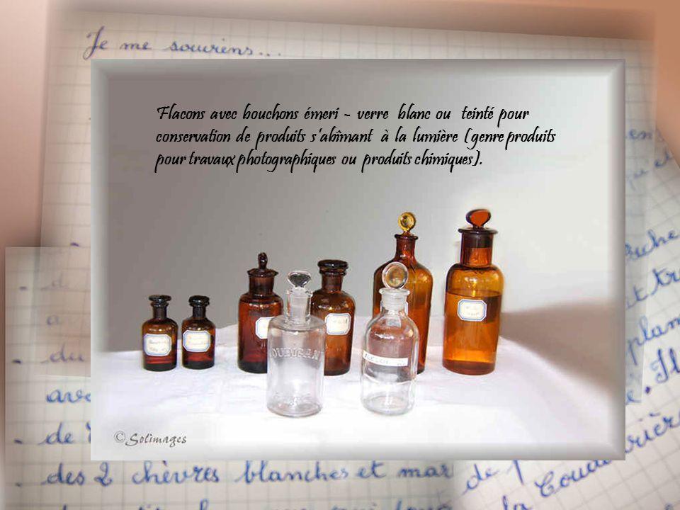 Flacons avec bouchons émeri - verre blanc ou teinté pour conservation de produits s'abîmant à la lumière (genre produits pour travaux photographiques ou produits chimiques).