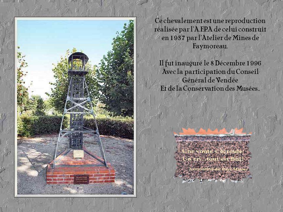 Né en 1957 à Firminy (département de la Loire), Carmelo Zagari a proposé, avec succès, son projet de vitraux à la commission de la commande publique.