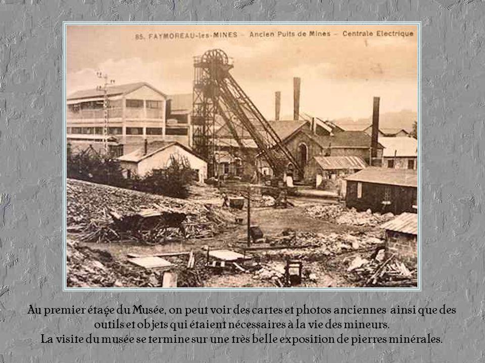 Pour les visiteurs, avant de « remonter » de la mine, une salle circulaire retrace la vie des mineurs avec une projection de diapositives sonores.