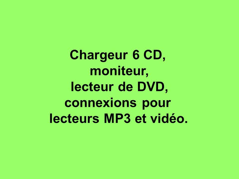 Chargeur 6 CD, moniteur, lecteur de DVD, connexions pour lecteurs MP3 et vidéo.