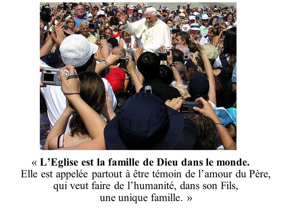 « Plus la famille sera imprégnée de l'esprit et des valeurs de l'Evangile, plus l'Eglise elle-même en sera enrichie et répondra mieux à sa vocation.