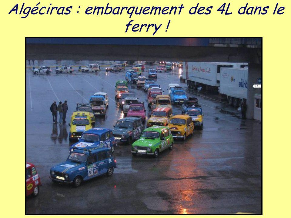 Algéciras : embarquement des 4L dans le ferry !