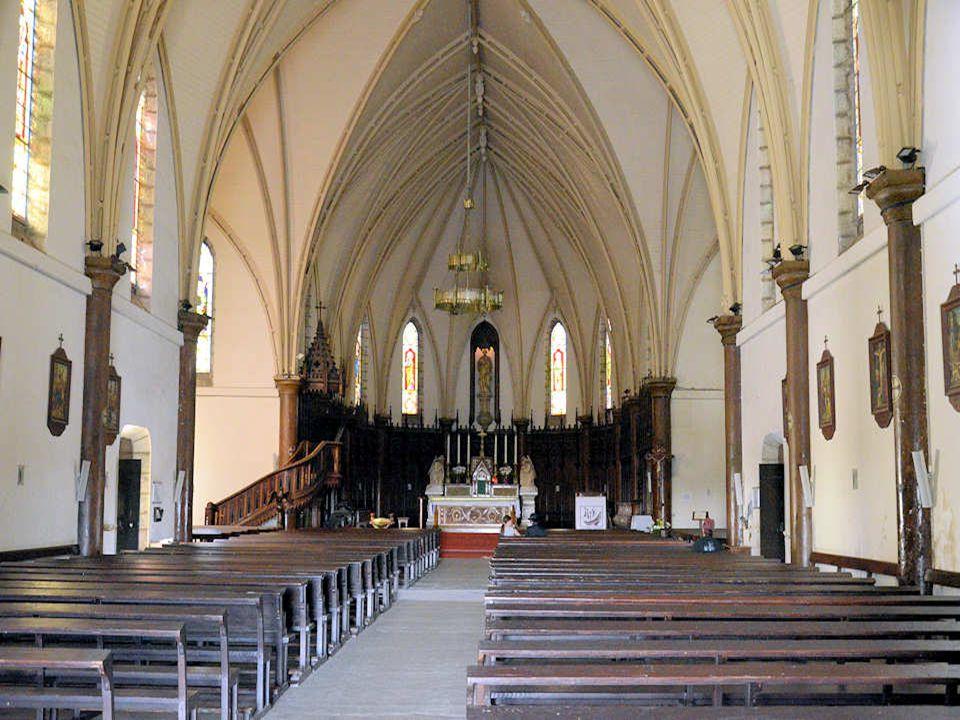 La cathédrale Saint-Joseph a été construite de 1887 à 1897 grâce à la main-d'œuvre pénitentiaire et sur les plans d'un ancien condamné, un certain Lab