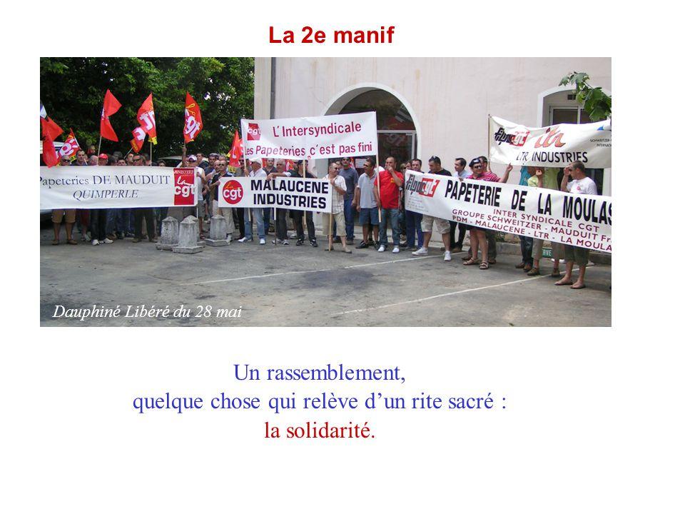 La 2e manif Un rassemblement, quelque chose qui relève d'un rite sacré : la solidarité. Dauphiné Libéré du 28 mai