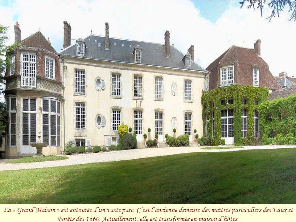 Aristide Boucicaut, né à Bellême, fut le fondateur du premier grand magasin de Paris : « le Bon Marché ». Sa veuve fit à la ville des donations import