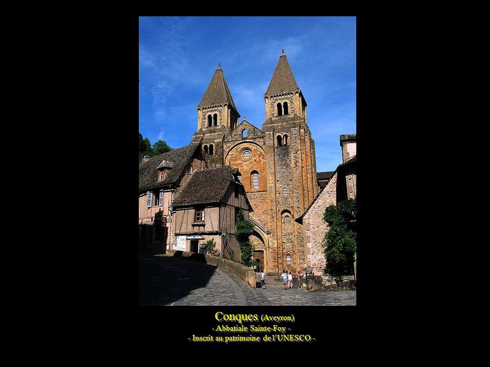 Conques (Aveyron) -Village médiéval – -Inscrit au patrimoine de l'UNESCO - Conques (Aveyron) -Village médiéval – -Inscrit au patrimoine de l'UNESCO -