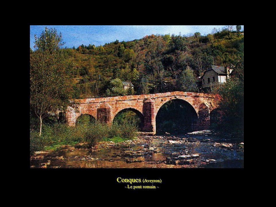 Conques (Aveyron) - Abbatiale Sainte-Foy - - Inscrit au patrimoine de l'UNESCO - Conques (Aveyron) - Abbatiale Sainte-Foy - - Inscrit au patrimoine de