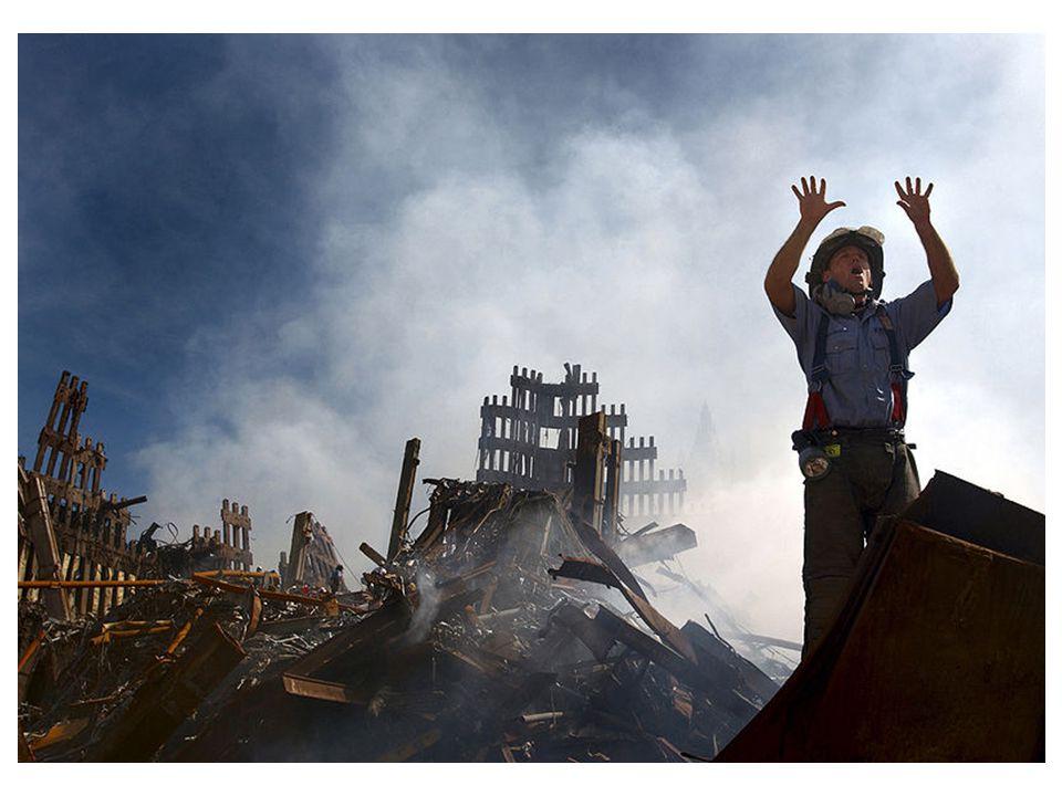 SOURCES: « Un pompier demande dix pompiers supplémentaires pour l'aider dans les ruines du World Trade Center, septembre 2001 ».
