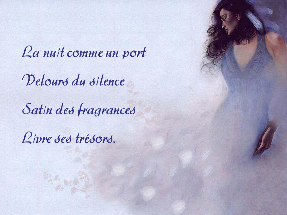 La nuit comme un port Velours du silence Satin des fragrances Livre ses trésors.