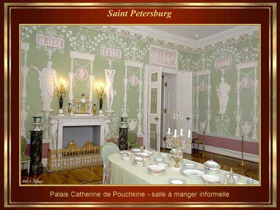 Saint Petersburg Palais Catherine de Pouchkine - les détails architecturaux