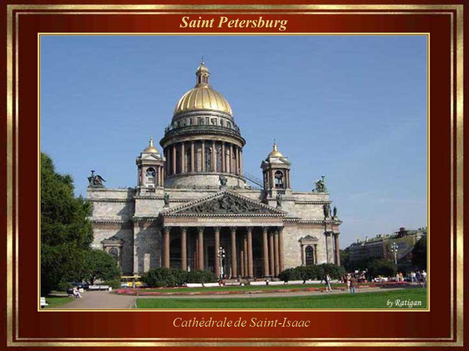 Saint Petersburg Palais Mikhailovsky, construit en 1819-1825, la maison de l'Etat russe Musée depuis 1895.