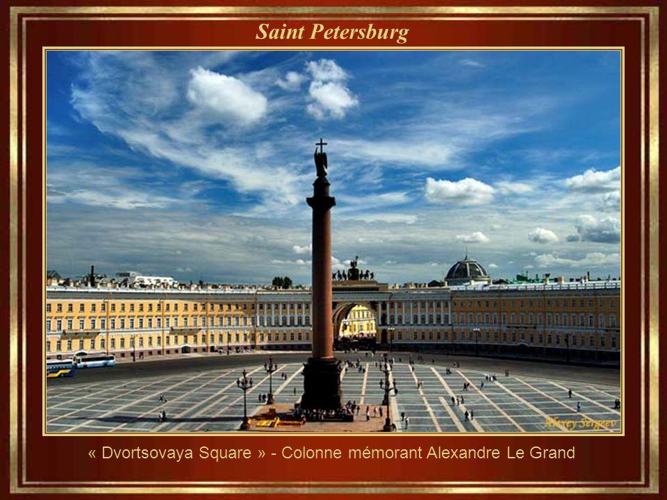 Saint Petersburg Établi pour le tsar Pierre le Grand, le 27 de Mai de l'année 1703. Elle est devenue la capitale de l'Empire russe pendant plus de deu