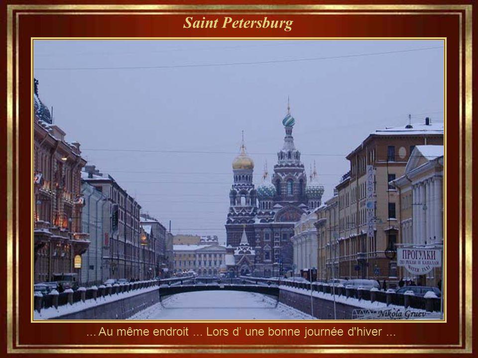 Saint Petersburg Une nuit d'été, avec l'église Sang de Notre Sauveur et la profondeur du canal