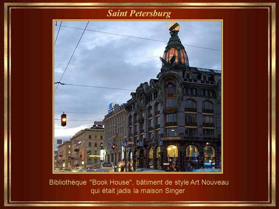 Saint Petersburg Pont « Bank Bridge » - Griboyedov sur le canal – 19 ème siècle