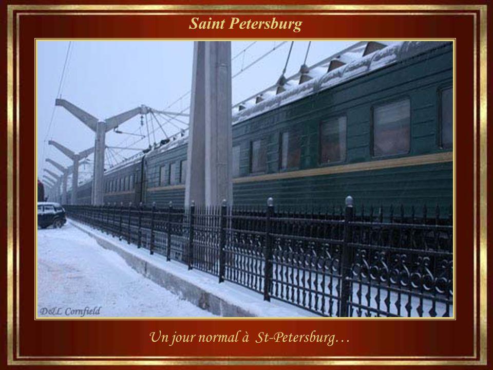 Saint Petersburg L' Est de Saint-Pétersbourg est charmeur et Dostoïevski dit souvent: