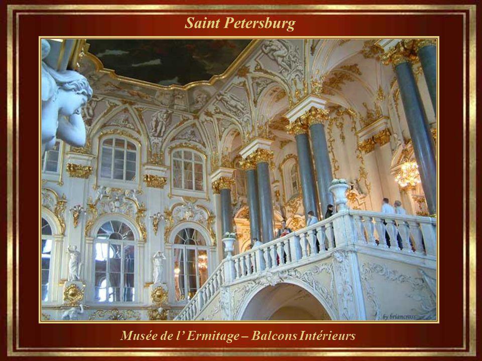 Saint Petersburg Catherine la Grande, a été « le premier occupant impérial ». La construction a nécessité plus de trois millions d'artisans, l'une de