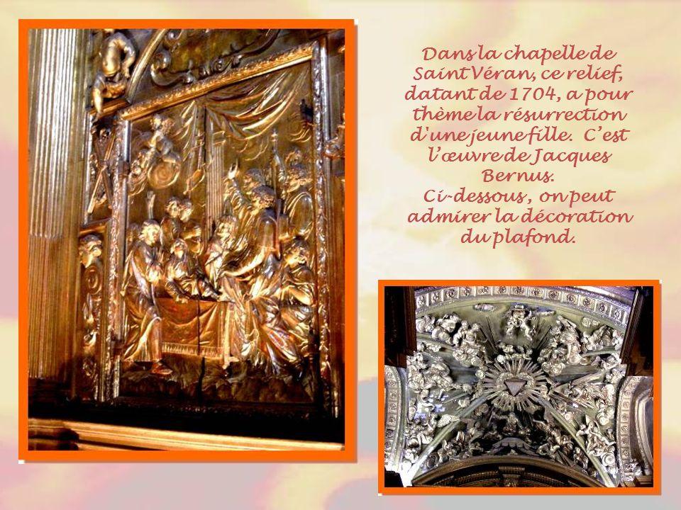 Le cénotaphe de J.B. Sade, œuvre de J.A. Maucord, fut élevé par les Recteurs de l'Hôtel- Dieu en l'honneur de leur évêque. La famille de Sade a donné