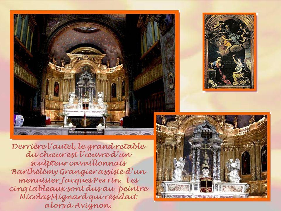 La Cène et le Triomphe du Saint-Sacrement Réalisées par Louis Parocel en 1690, ces œuvres ornent la chapelle César de Bus.