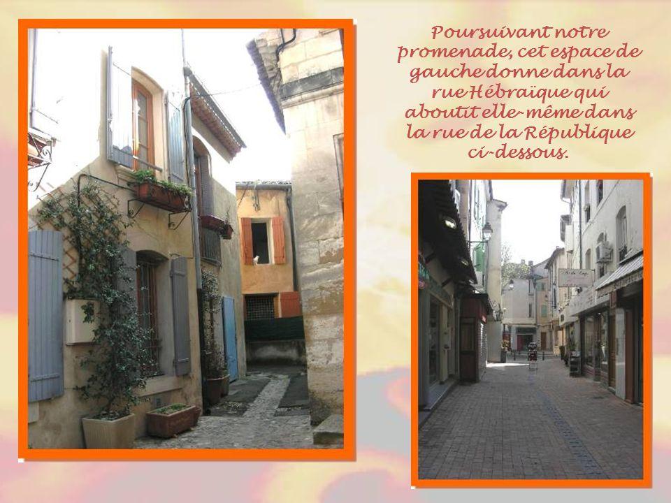La « Carrière » de Cavaillon fut la première créée, en 1453. En Provençal, le mot « carrero » signifie « qui regroupe les Juifs ». Dans cette rue, dan