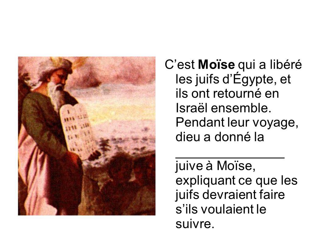 C'est Moïse qui a libéré les juifs d'Égypte, et ils ont retourné en Israël ensemble. Pendant leur voyage, dieu a donné la _______________ juive à Moïs