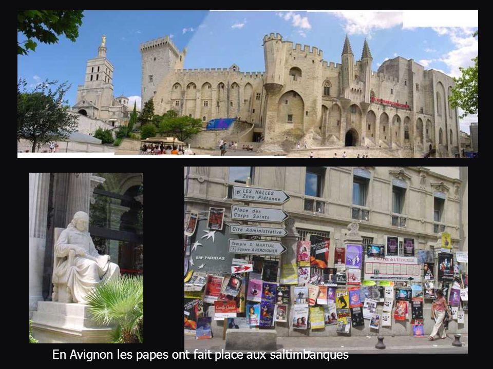 En Avignon les papes ont fait place aux saltimbanques