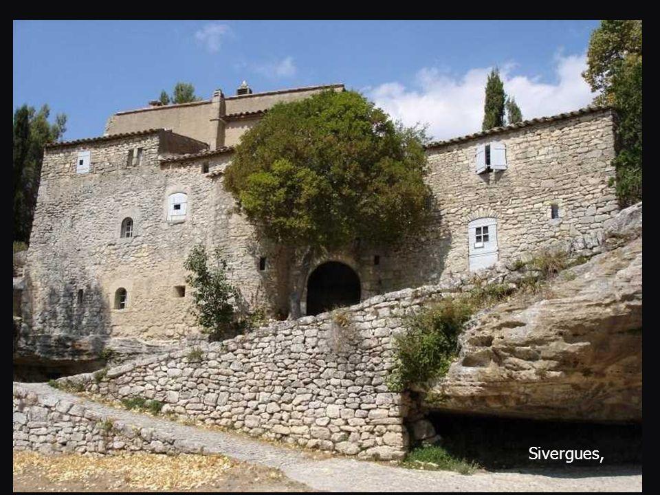   Sivergues, perdue dans le Luberon.